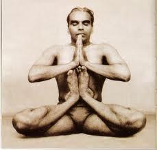 Mr. Iyengar Kandasana'daPhoto:www.bksiyengar.com