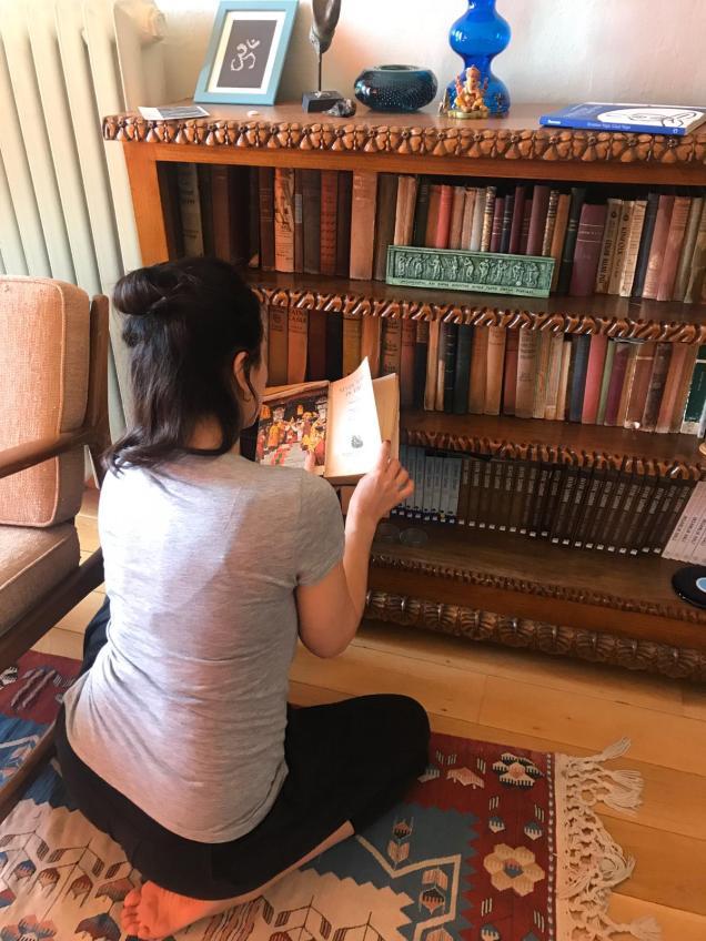 Kütüphane önü